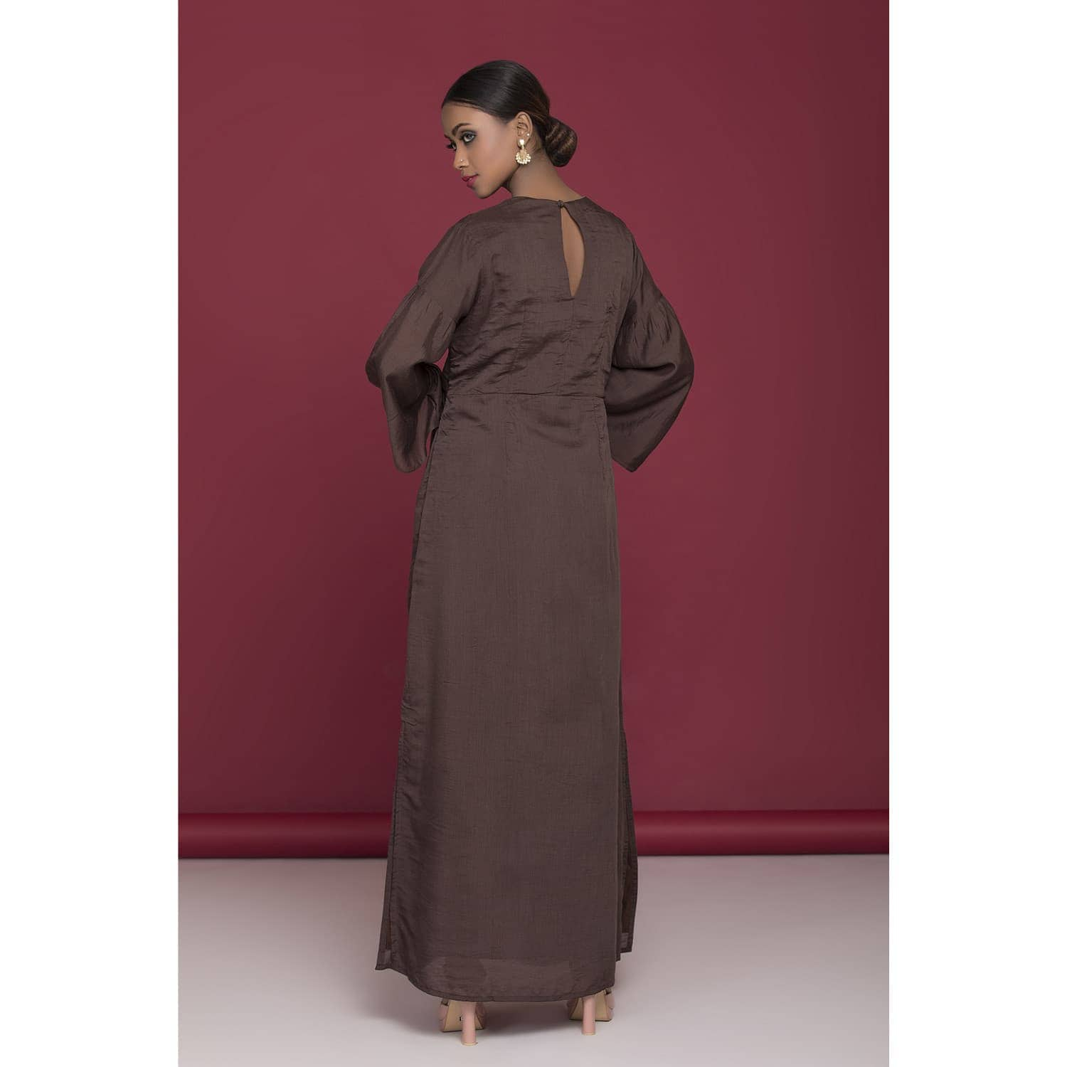 Brown dress with thread embroidery