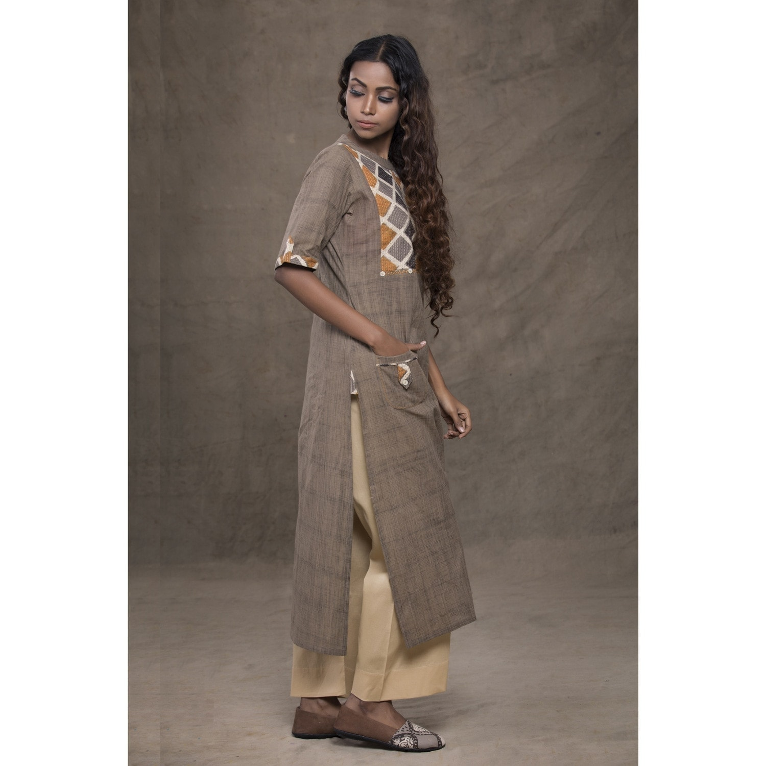 Straight linen kurta with front pocket