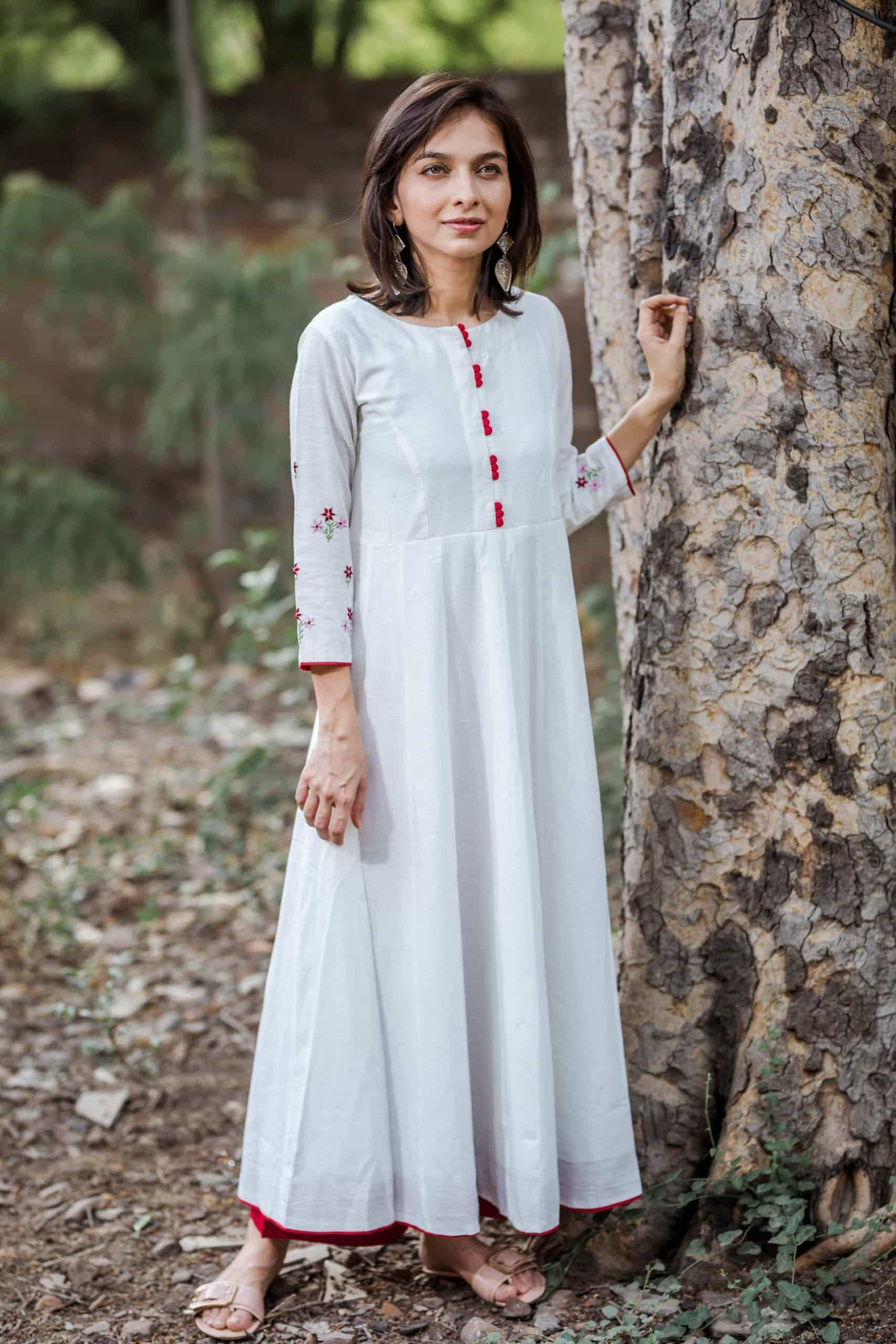 White Kalidaar Kurta With Embroidery On Sleeves Side Scaled