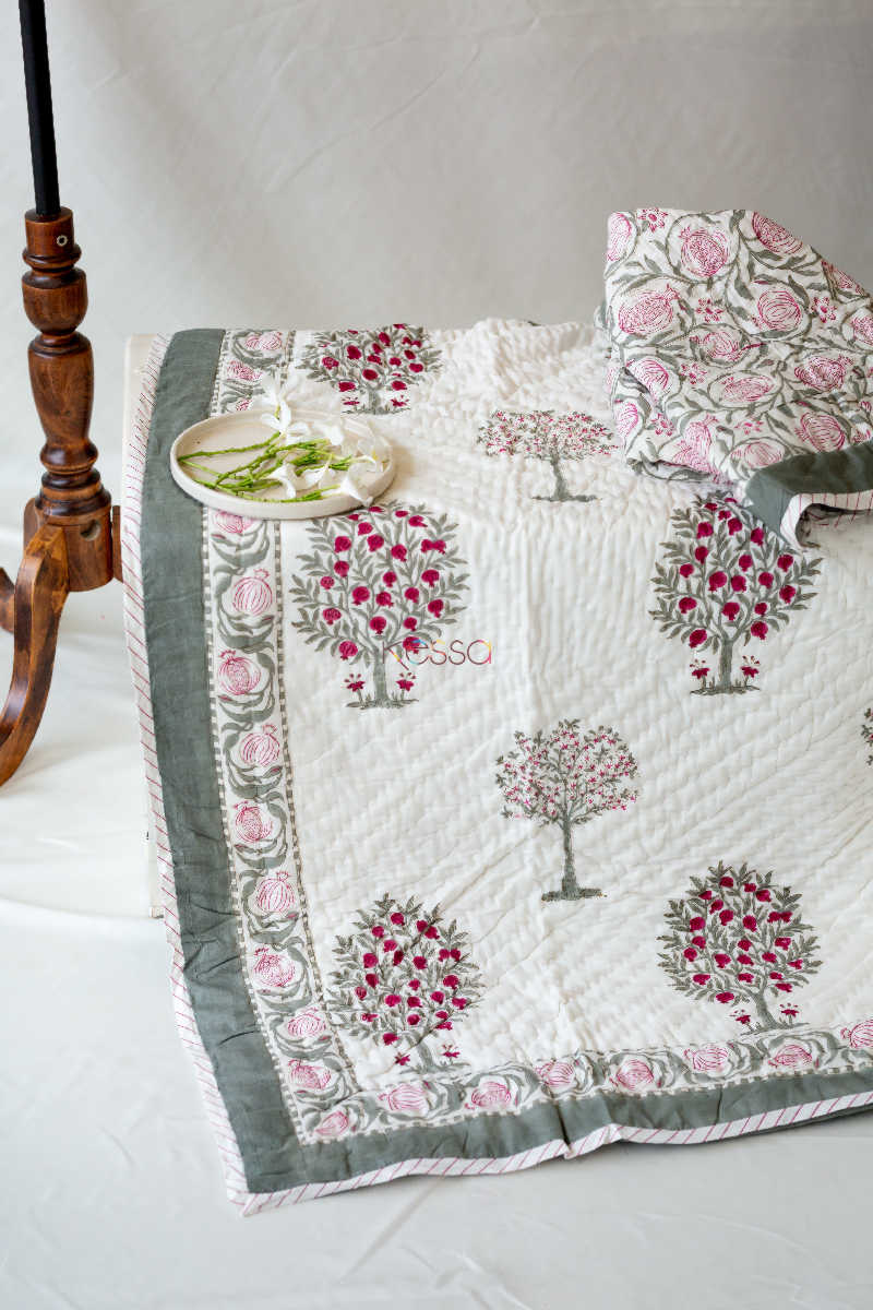 Kessa Kaq11 Bouquet Pink And Green Single Bed Quilt Look