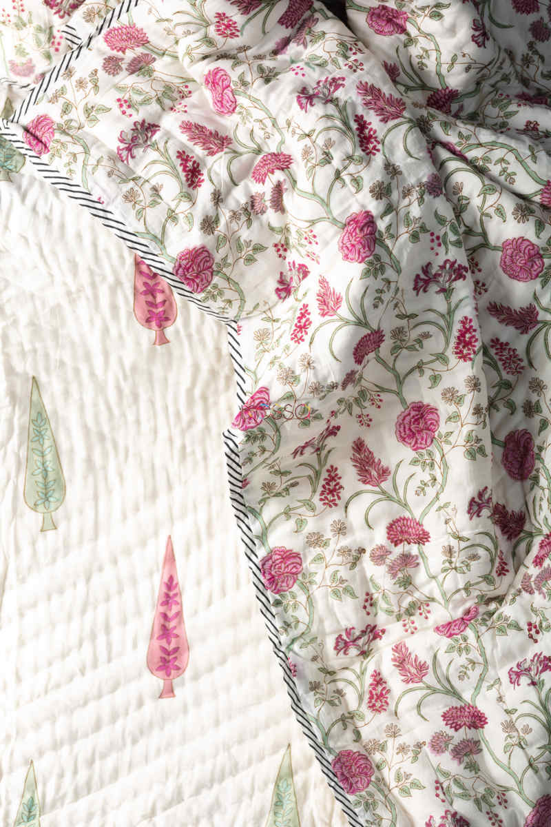 Kessa Kaq130 Spring Wood White Double Bed Quilt Closeup