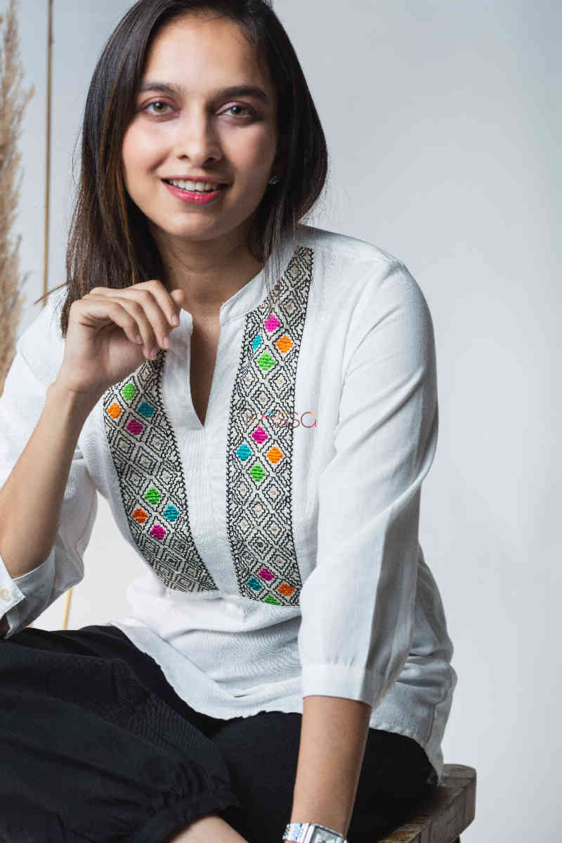Kessa Avdaf40 Badra Top With Embroidery Details Sitting